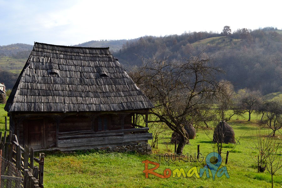 Destinations maramures houses and wooden gates from maramure touring romania private - Houses maramures wood ...