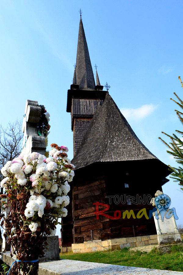 Destinations maramures wooden church from plopis unesco world heritage touring romania - Houses maramures wood ...