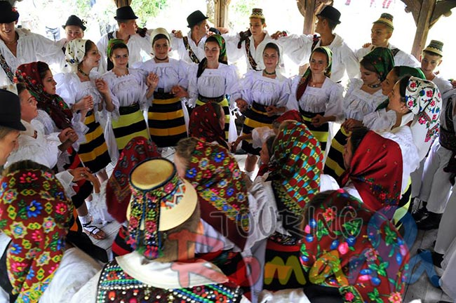 Easter in Maramures Romania photo source www villagehotelmaramures com 21