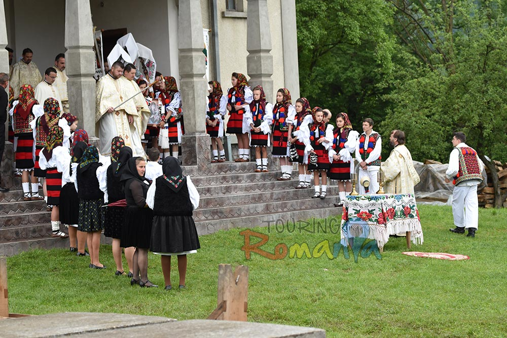 Maramures Traditions Private Guided Tour in Transylvania 5