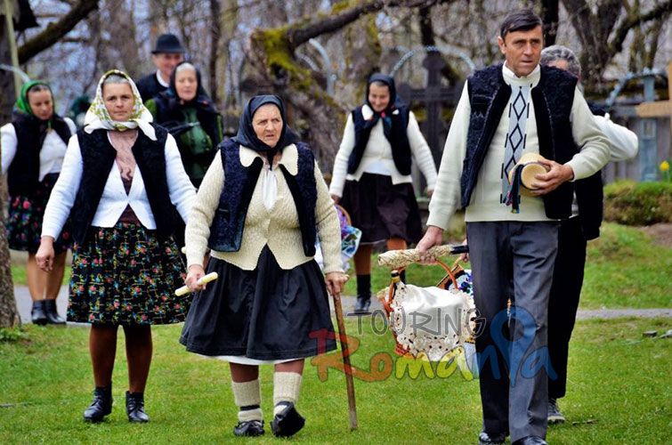 Easter in Maramures Romania photo source villagehotelmaramures 9