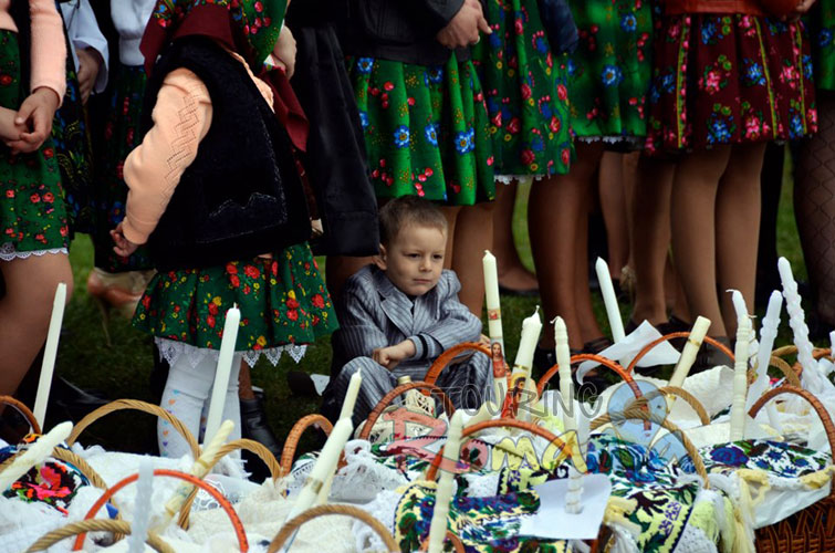 Easter in Maramures Romania photo source villagehotelmaramures 11