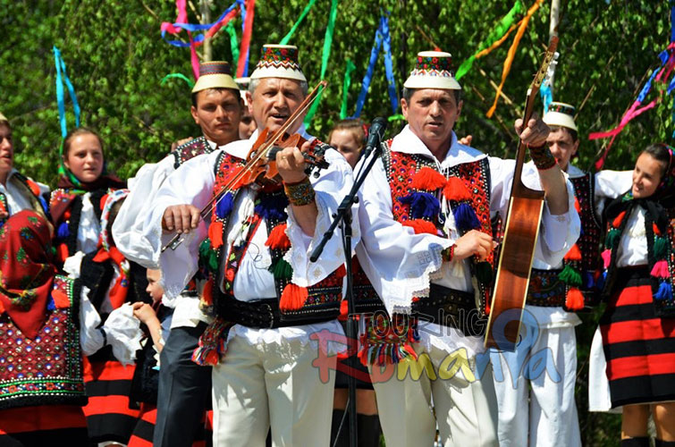 Easter in Maramures Romania photo source villagehotelmaramures 24